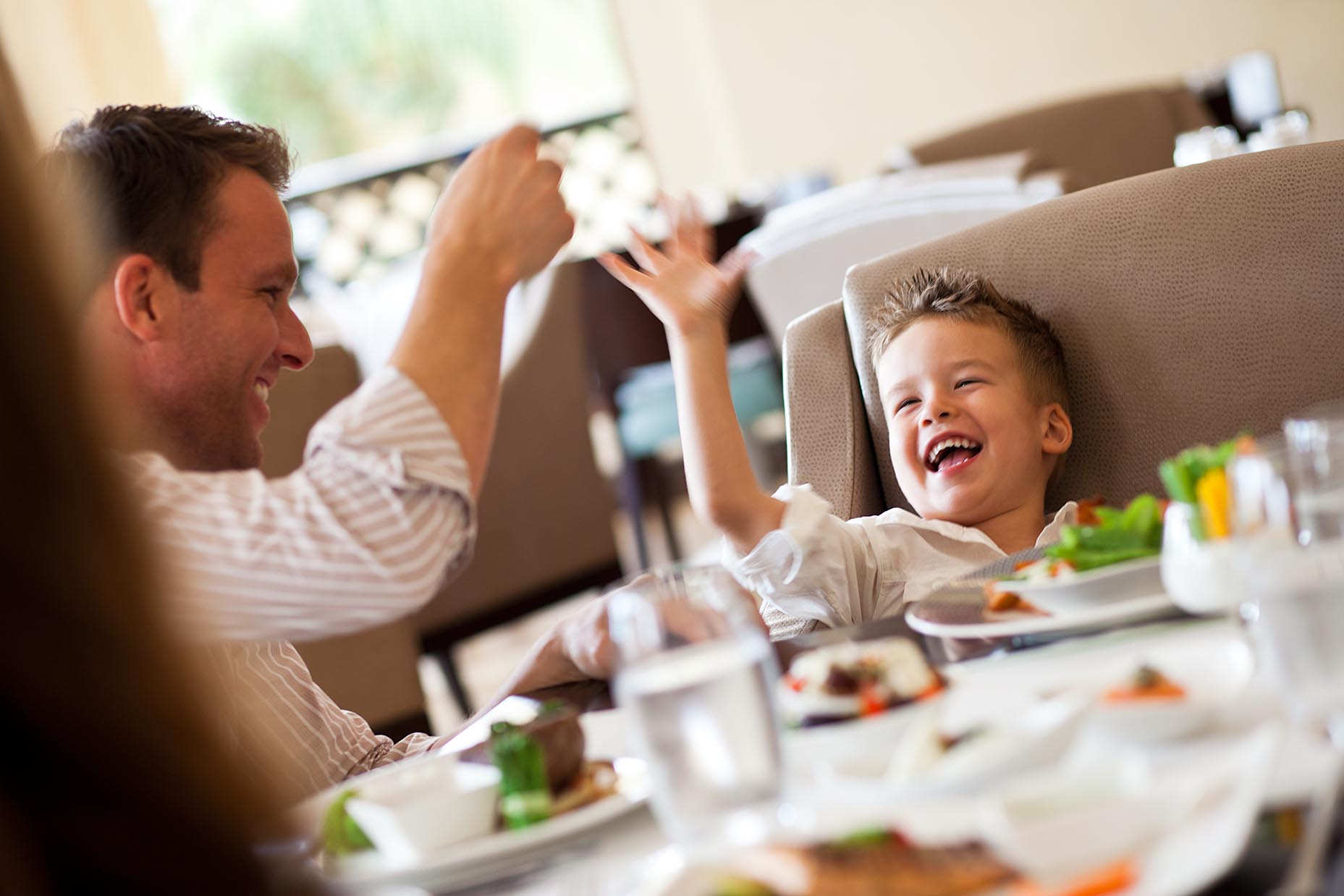 10-Family_Dining2574
